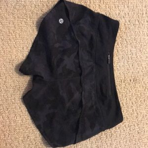 Lululemon speed up shorts dark camo size 2 2.5inch